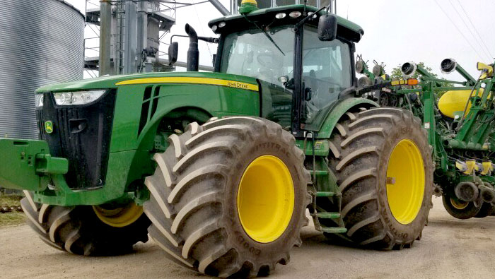 John Deere 8R series with LSW Goodyear Farm Tires